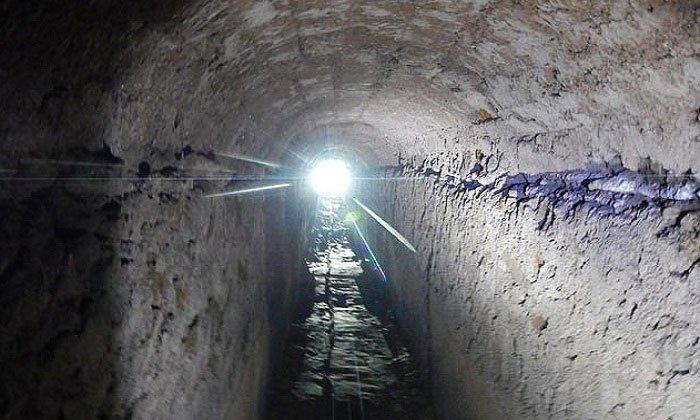 Một đường hầm bên trong hệ thống cống La Mã.