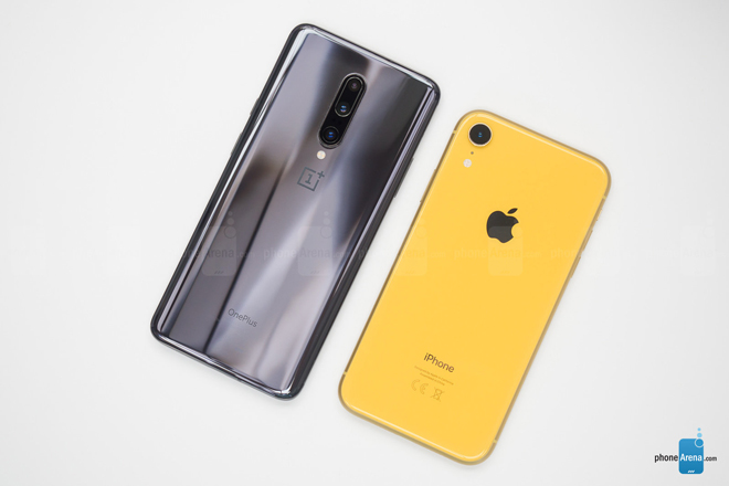 so sanh nhanh oneplus 7 pro va iphone xr hinh anh 2