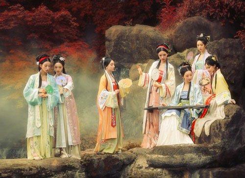 Tương truyền, hậu cung của Gia Luật Đức Quang có rất nhiều mỹ nhân xinh đẹp.