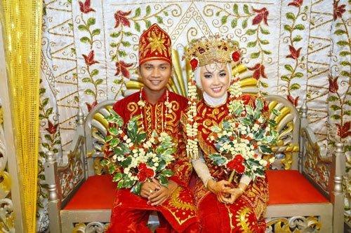 Tại Tidon, Malaysia, những cặp uyên ương sắp cưới sẽ không được ra khỏi nhà trong suốt 3 ngày 3 đêm