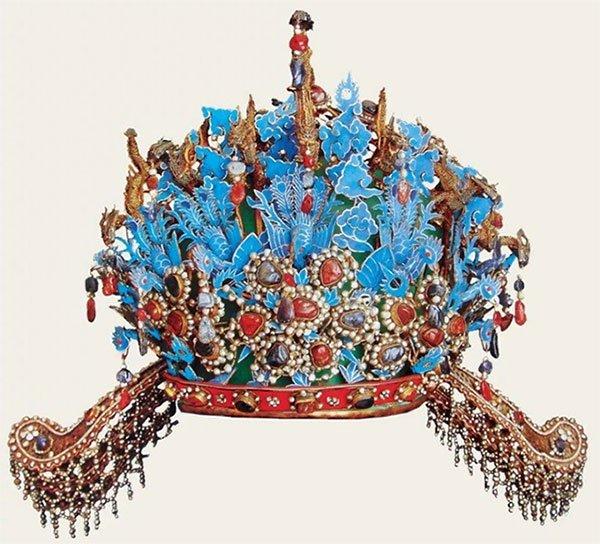 Mũ 12 rồng 9 phượng của Hiếu Tĩnh hoàng hậu.