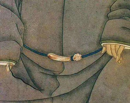 Đai lưng thời cổ đại thường đi kèm với những cái móc, giống như móc thắt lưng của thời hiện đại.