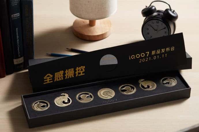 Thư mời iQOO 7 đi kèm phụ kiện lạ mắt ảnh 1