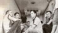Cảnh sát ập vào khống chế 9 người ngồi chật kín trong thùng xe đông lạnh ở Sài Gòn