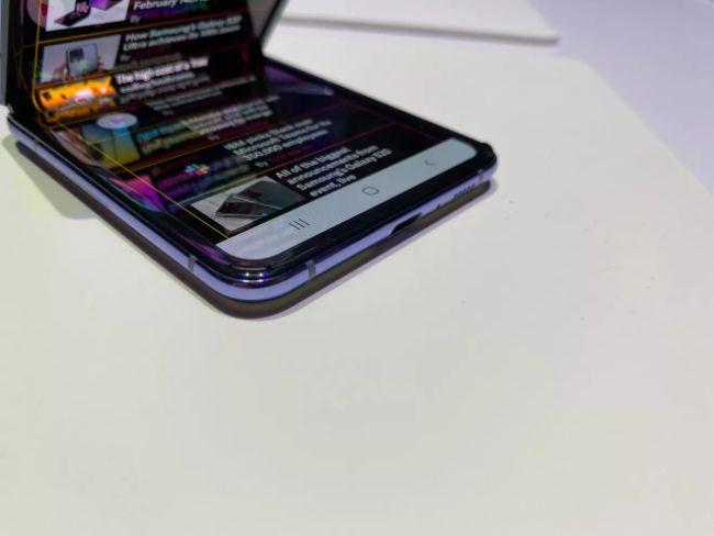 can canh galaxy z flip: smartphone man hinh gap co gia vo doi hien nay hinh anh 6