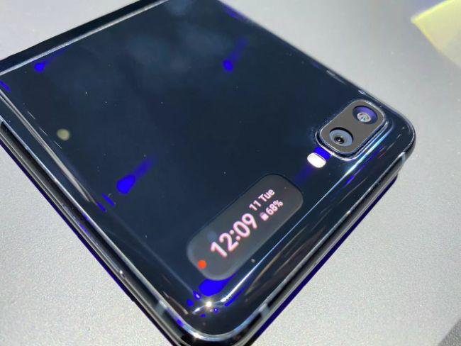 can canh galaxy z flip: smartphone man hinh gap co gia vo doi hien nay hinh anh 9