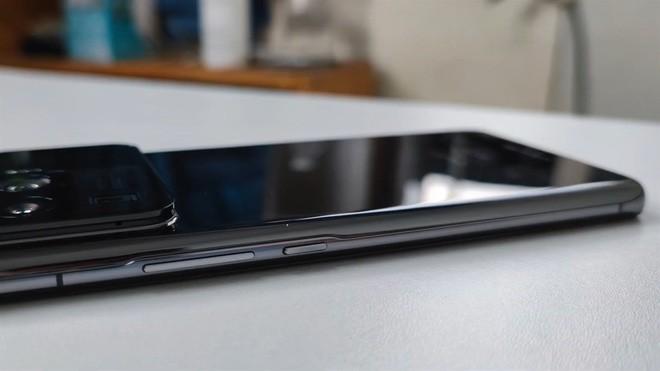Xiaomi Mi 11 Ultra được trang bị hẳn màn hình nhỏ cạnh camera sau ảnh 2