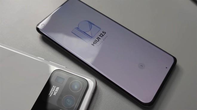 Xiaomi Mi 11 Ultra được trang bị hẳn màn hình nhỏ cạnh camera sau ảnh 3
