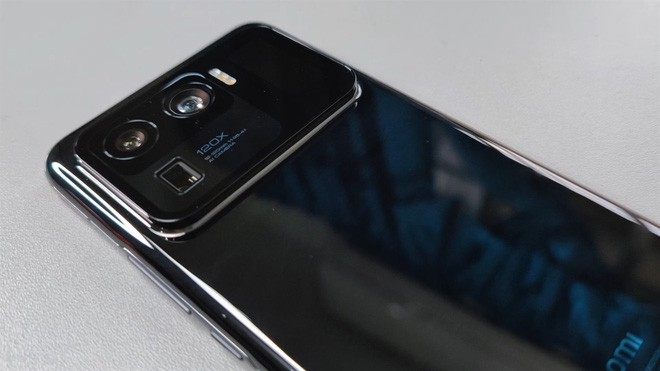 Xiaomi Mi 11 Ultra được trang bị hẳn màn hình nhỏ cạnh camera sau ảnh 5