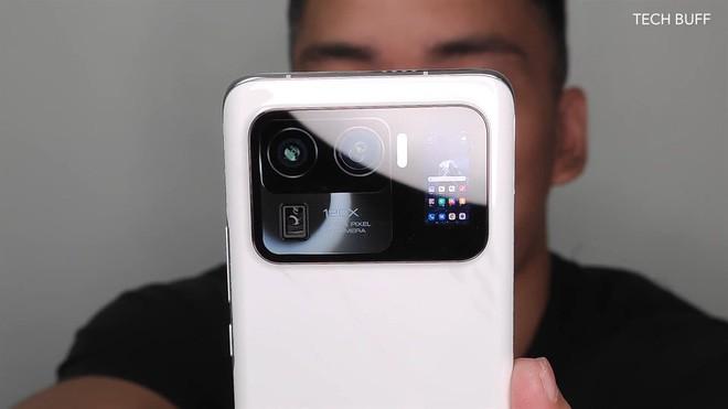 Xiaomi Mi 11 Ultra được trang bị hẳn màn hình nhỏ cạnh camera sau ảnh 8