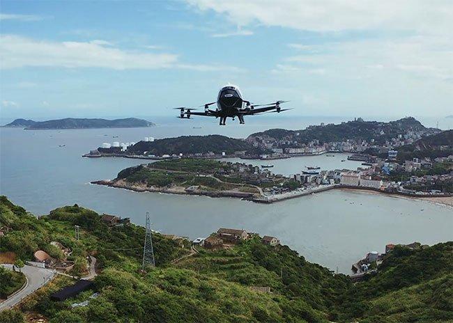 Với tốc độ lên tới 145km/h, mẫu taxi bay có thể chở hàng hóa giữa vùng đồng bằng và đồi núi.
