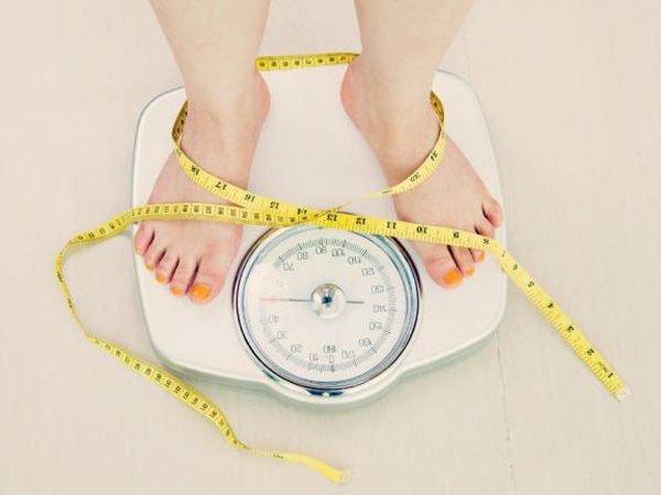 Tiêu thụ 500ml nước 30 phút trước mỗi bữa ăn trong 12 tuần giúp giảm tới 2kg trọng lượng cơ thể.