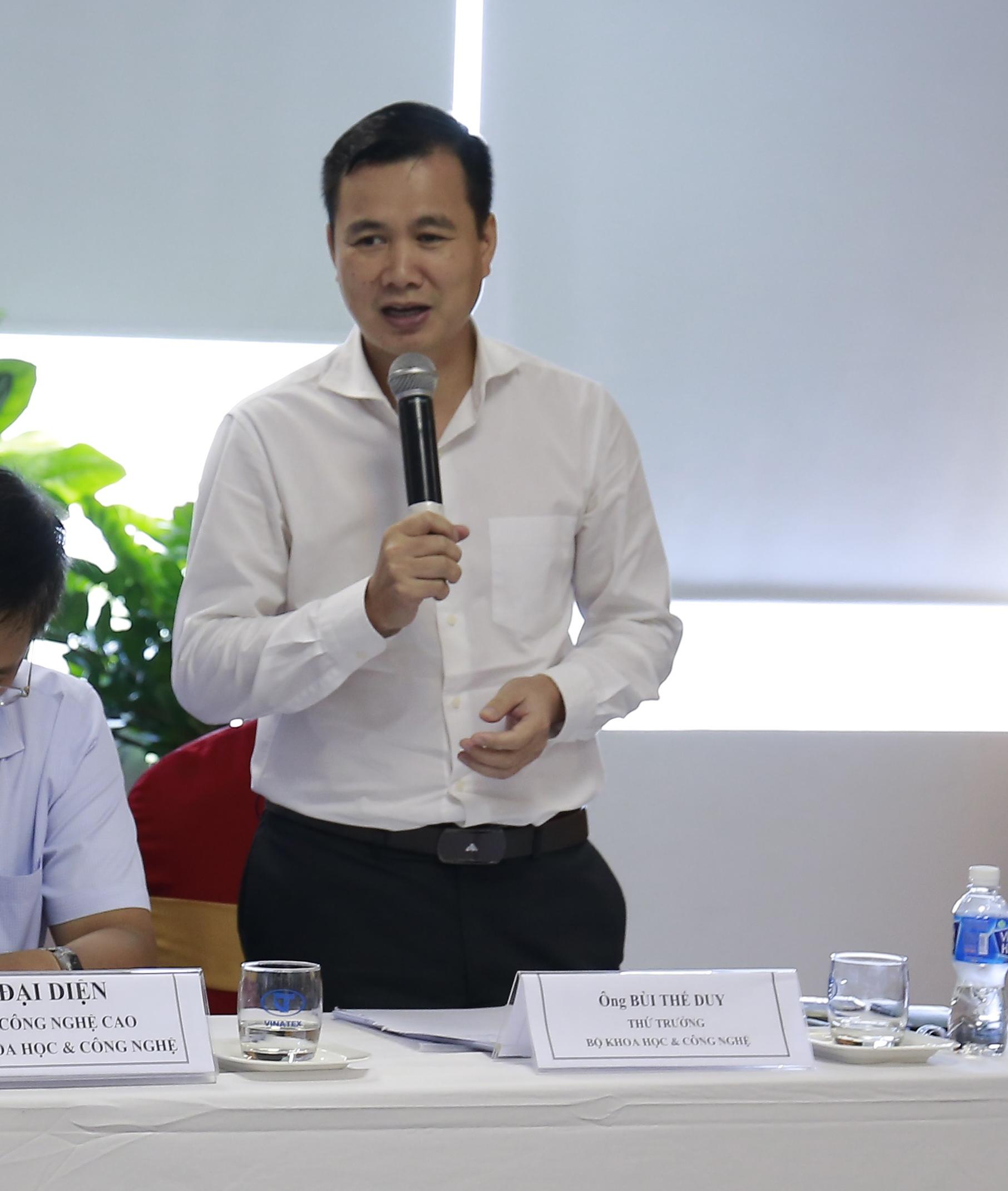 Thứ trưởng Bộ KH&CN Bùi Thế Duy đánh giá đề tài được thực hiện một cách nghiêm túc và đem lại những vấn đề hết sức sát sườn với ngành dệt may.
