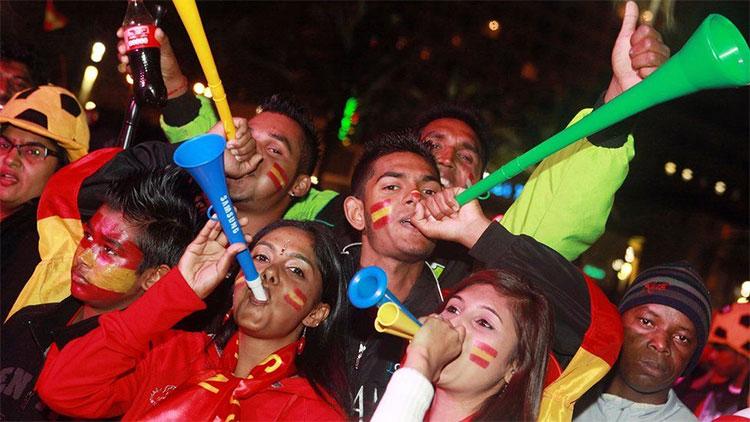 Kèn vuvuzela được nhiều người hâm mộ bóng đá thế giới ưa thích.