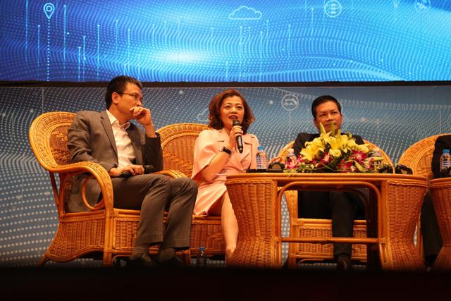 Bà Trương Lý Hoàng Phi (giữa) tin rằng thời gian tới, các startup nắm vững công nghệ lõi sẽ hấp dẫn trong con mắt nhà đầu tư hơn | Ảnh: Techfest