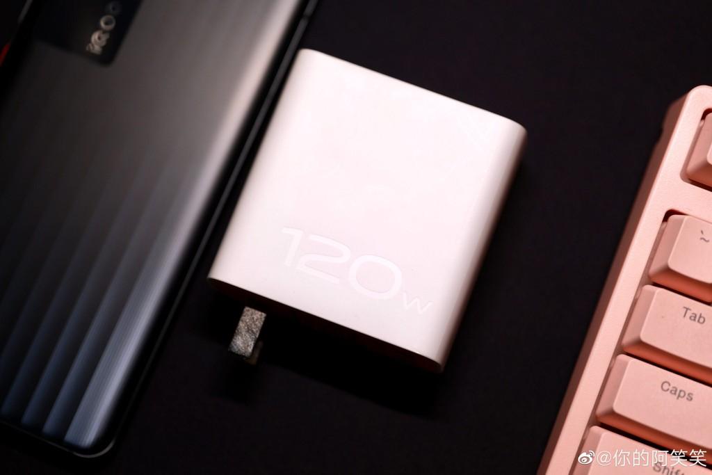 iQOO 7 ra mắt: Snapdragon 888, sạc 120W đầy trong 15 phút, giá 586 USD ảnh 7