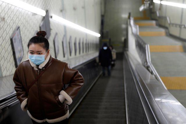 """Làm việc từ xa, đo nhiệt độ, cách ly: Doanh nghiệp Trung Quốc """"oằn mình"""" đối phó với dịch Covid-19"""