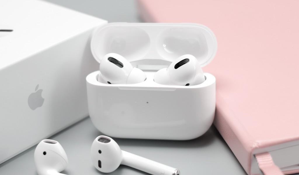 Apple sắp tung AirPods Pro Lite, đối thủ Galaxy Buds+ ảnh 1