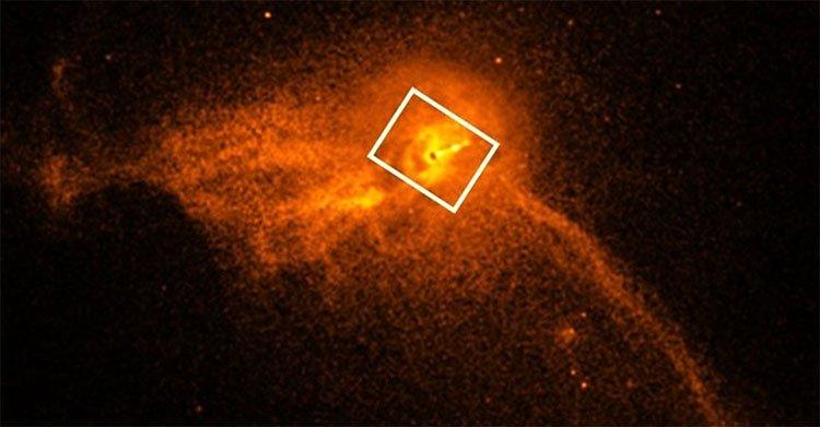 Hố đen M87 phun ra dòng hạt năng lượng cao ở tốc độ gần bằng vận tốc ánh sáng.