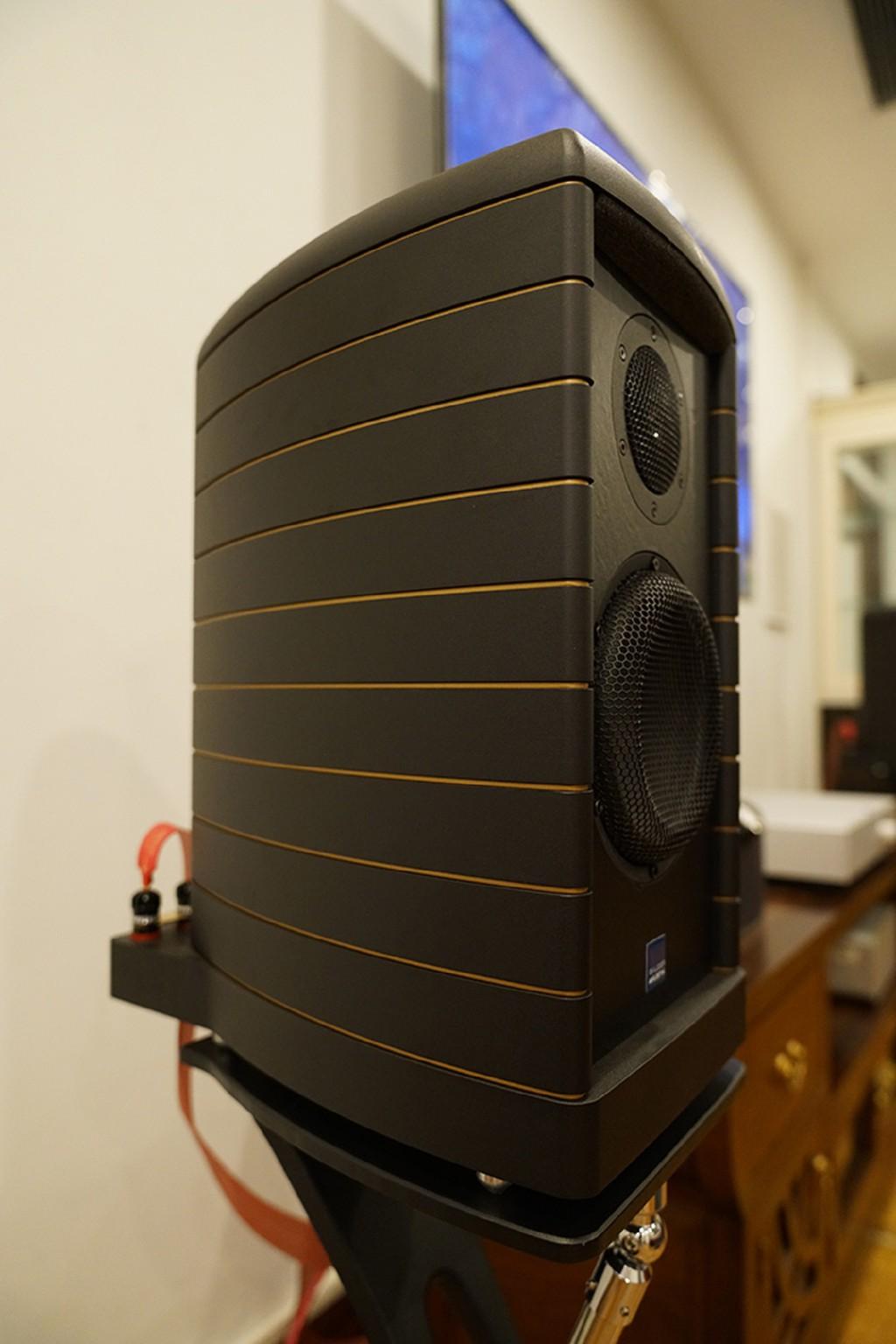 """Gauder Akustik DARC 40 - Loa bookshelf tiền tỉ có khả năng tải """"lượng"""" âm thanh đáng nể ảnh 3"""