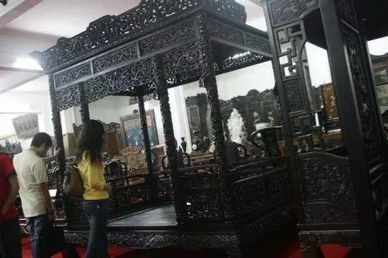 Ông Lâm Nhất Quý đã mua lại chiếc giường này với mức giá 20 triệu nhân dân tệ.