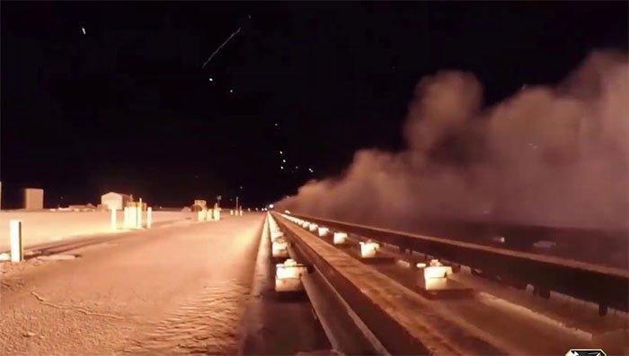 Chiếc xe trượt di chuyển với vận tốc 10.600km/h (2,9km/s)
