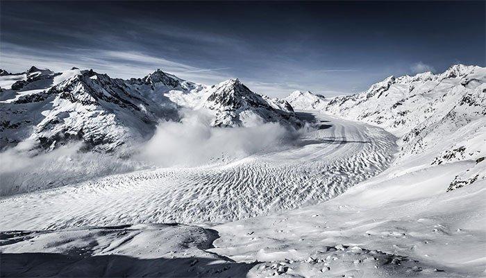 Sông băng Aletsch ước tính chứa 11 tỷ tấn băng.