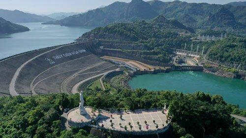 Công trình thủy điện Hòa Bình xây dựng trong 15 năm, do các chuyên gia Liên Xô thiết kế.