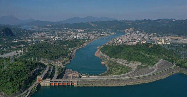 Đập thủy điện Hòa Bình cao 128m, xây dựng trong 9 năm (1981 - 1990).