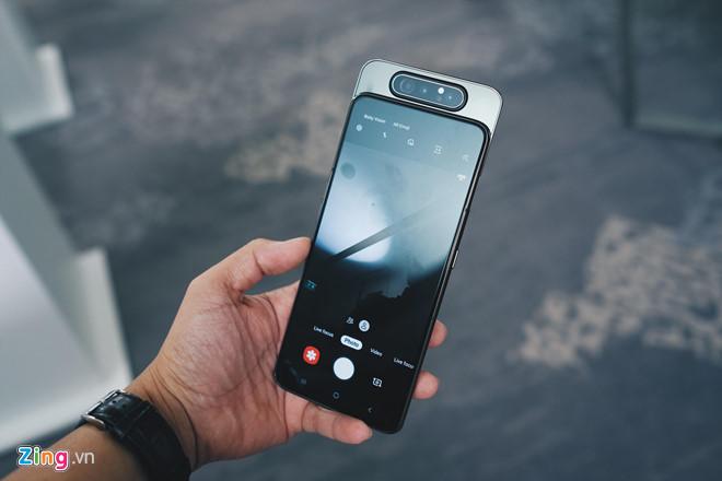 Loat smartphone co man hinh hoan toan tran vien tai Viet Nam hinh anh 1