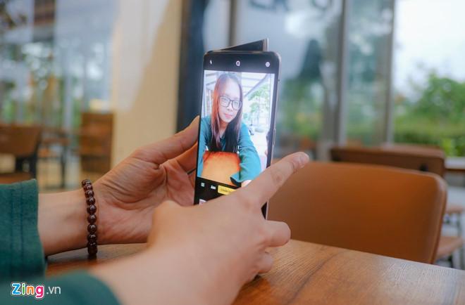 Loat smartphone co man hinh hoan toan tran vien tai Viet Nam hinh anh 3