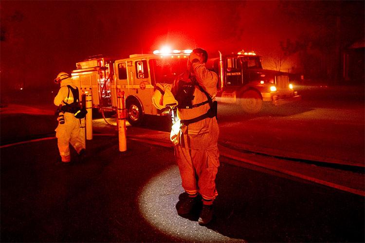 Nhân viên cứu hỏa ở California