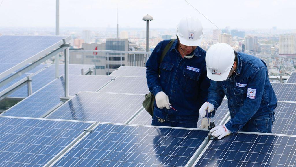 Do sự thiếu đồng bộ trong thực hiện và triển khai chính sách nên trong thời gian  vừa qua đã xảy ra những vấn đề phát sinh đối với điện Mặt trời ở Ninh Thuận. Nguồn: EVN