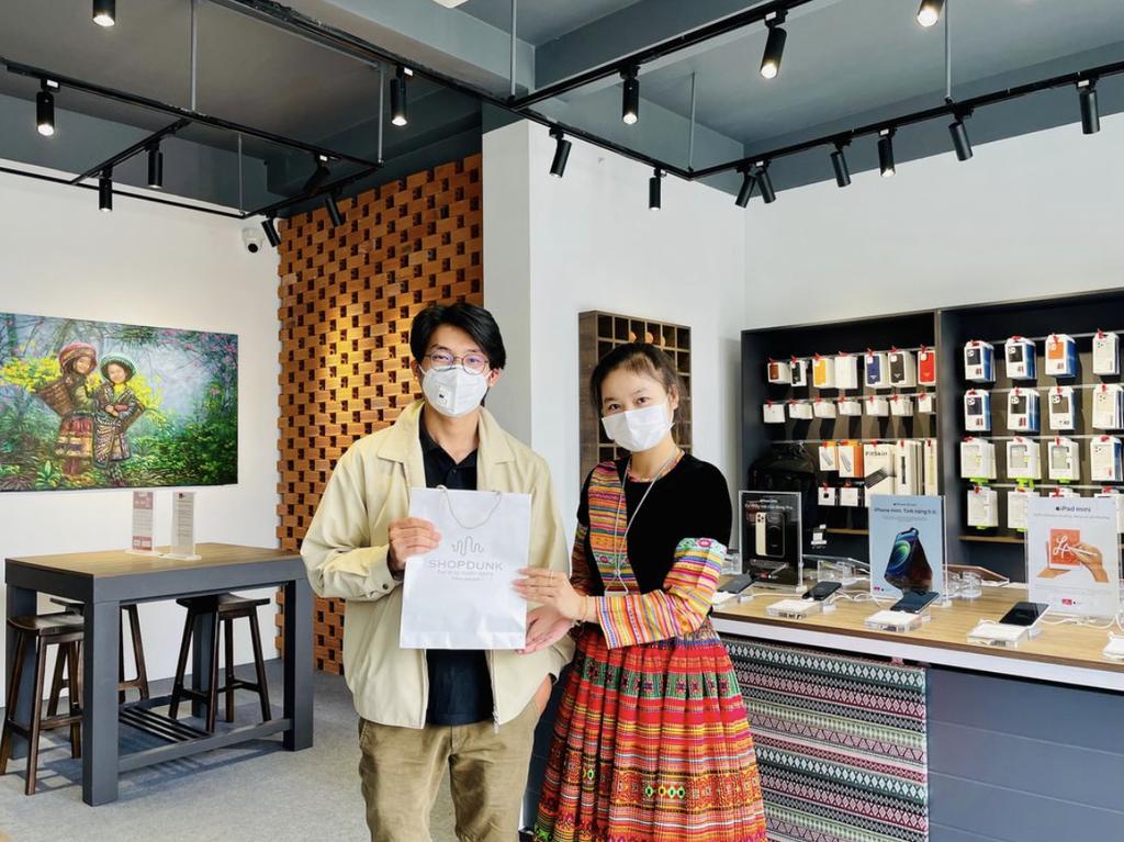 ShopDunk khai trương chuỗi cửa hàng Apple phong cách thổ cẩm đầu tiên ở Việt Nam ảnh 2
