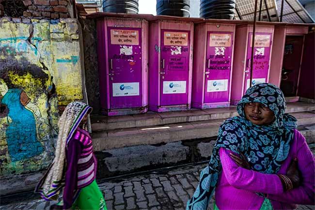 Một dãy nhà vệ sinh công cộng của Garv tại thị trấn Khair.