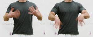 Rung lắc 2 bàn tay.