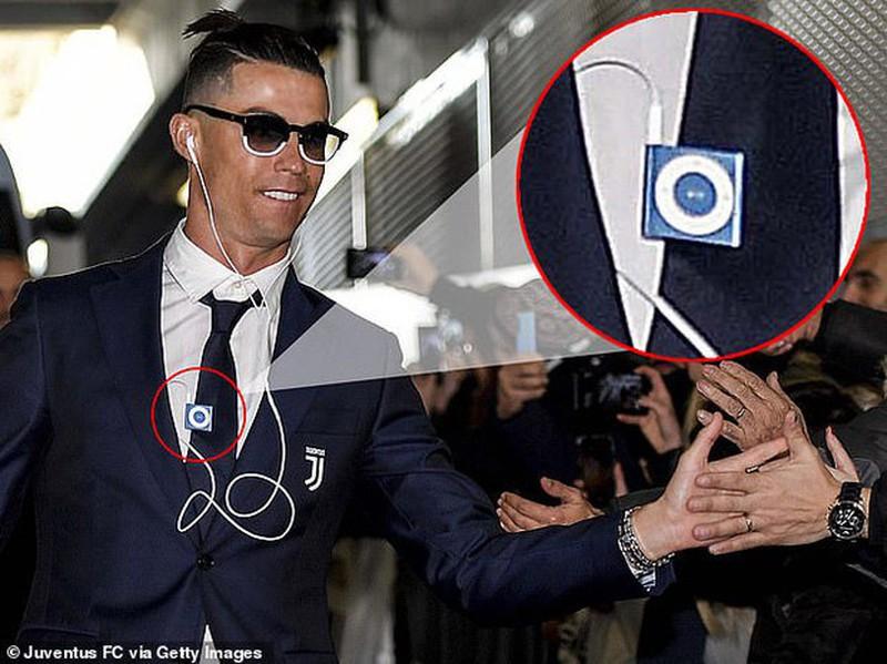 """Ngo ngang voi mon do cong nghe """"co lo si"""" cua Cristiano Ronaldo"""