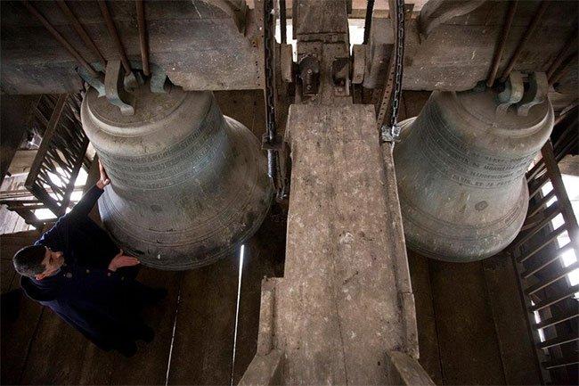 """Những quả chuông lớn được xem như một """"báu vật"""" của Nhà thờ Đức Bà Paris,"""