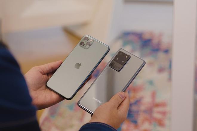 iphone 11 pro max chi dang gia 11,7 trieu dong khi len doi galaxy s20 hinh anh 2