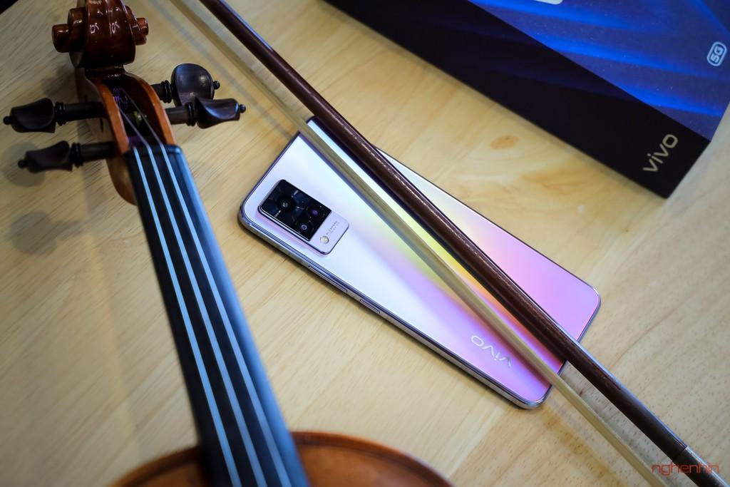 Cùng Qinie Violin khui hộp và trải nghiệm nhanh vivo V21 5G  ảnh 2
