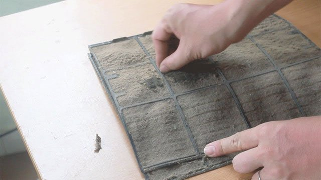 Tấm lọc bụi bẩn sẽ khiến điều hòa giảm mát.