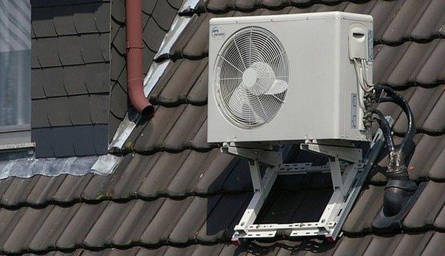 Nên đặt cục nóng tại nơi thoáng mát, tránh không gian chật hẹp, sát mái tôn, mặt trời chiếu trực tiếp.