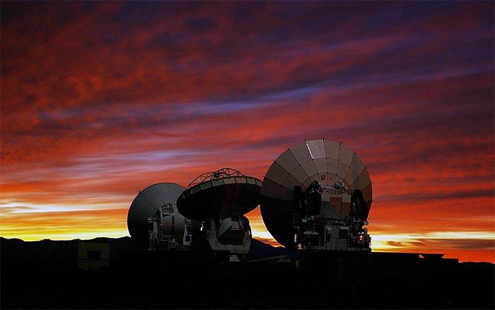 Hệ thống ăng-ten của Đài thiên văn ALMA.