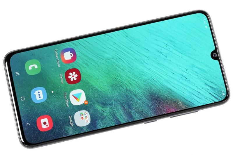 Samsung Galaxy A70 voi 3 camera sau giam gia 2 trieu dong-Hinh-2