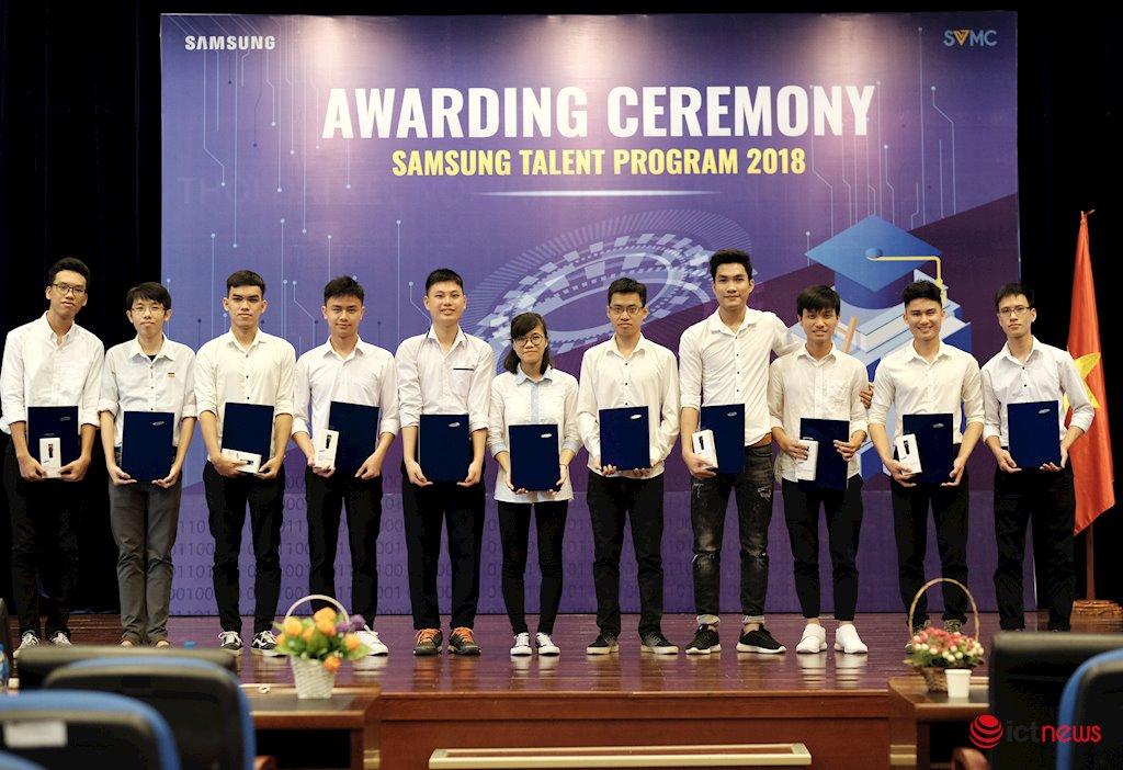 """11 sinh viên Học viện Công nghệ BCVT nhận học bổng Tài năng Samsung 2018   Đã có 68 sinh viên PTIT nhận được học bổng """"Tài năng Samsung"""""""