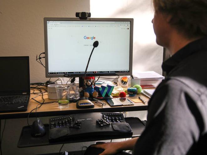 Không thể gõ phím vì bệnh hiểm nghèo, anh kĩ sư Google tự chế phần mềm nhận diện giọng nói, chỉ cần ra lệnh là máy tính tự viết code thay mình - Ảnh 2.