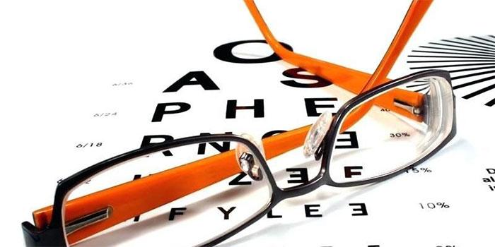 Người bị cận thị chỉ có thể nhìn được những vật ở gần mà không nhìn rõ những vật ở xa.