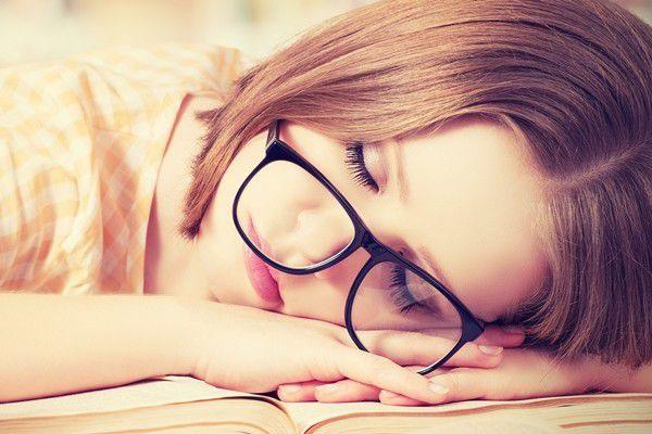 Theo các bác sĩ chuyên khoa mắt, không nhất thiết bị cận thị là phải đeo kính.