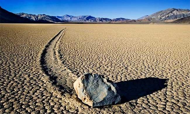 Hòn đá tự di chuyển ở thung lũng Chết