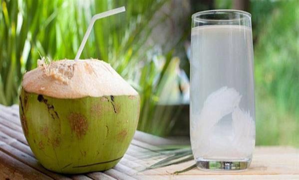 Nước dừa giúp điều hòa kinh nguyệt tốt hơn, giảm đau bụng kinh, tránh mất nước và mất sức...